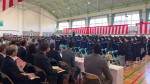 市立小学校で卒業式行われる